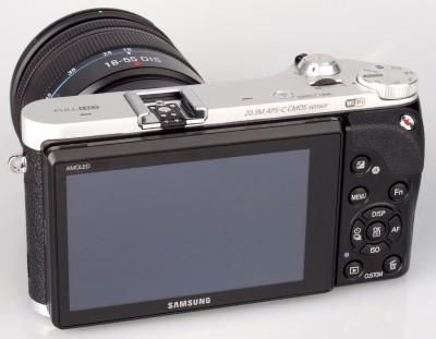 Камера изготовлена в стиле ретро, который сейчас очень популярный.  Цветовая схема трех видов: черно-серебристая...