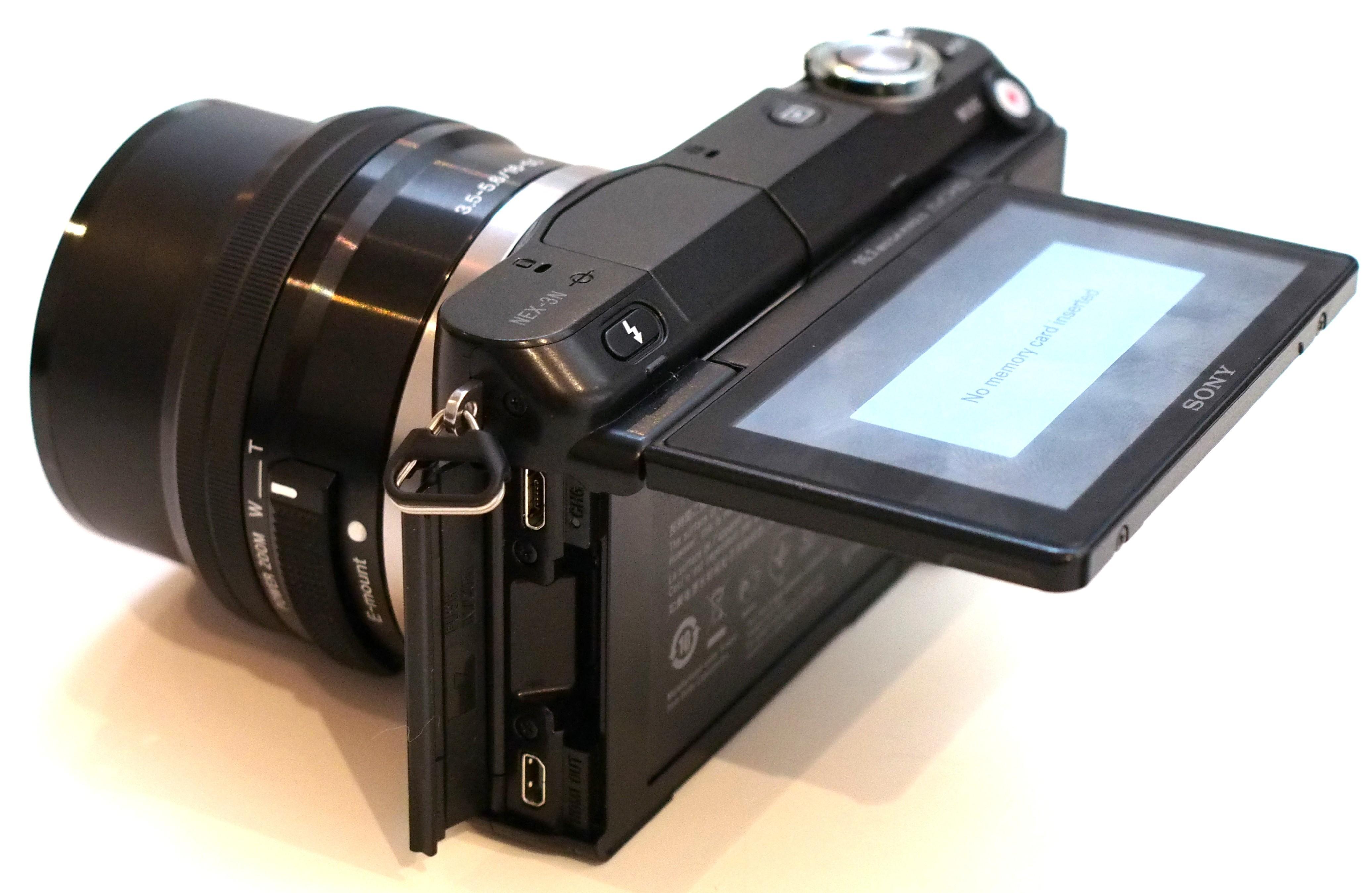 Лучший фотоаппарат с поворотным дисплеем каким причинам