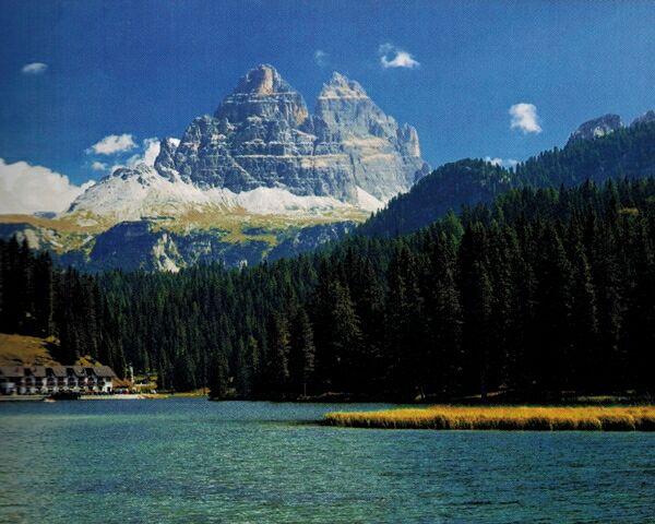 Широкоугольный снимок пейзажа