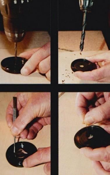 Просверлите отверстие в крышке корпуса; расширьте отверстие сверлом большего диаметра; приклейте кусок фольги, закрыв просверленное отверстие; проделайте маленькое отверстие в фольге иголкой или булавкой.