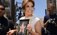 Дженнифер Лопес получила почетную юбилейную звезду