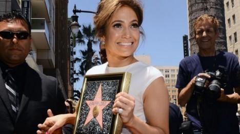 Jennifer-Lopez-gets