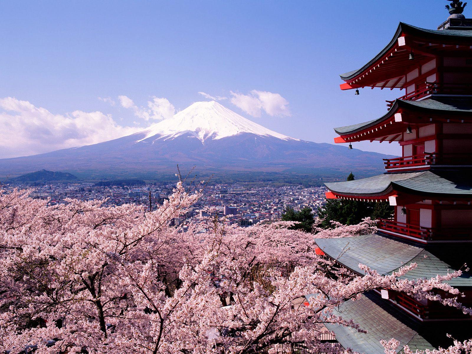 Скачать обои звезды, пейзаж, ночь, огни, здание, весна, вулкан, япония, сакура, пагода