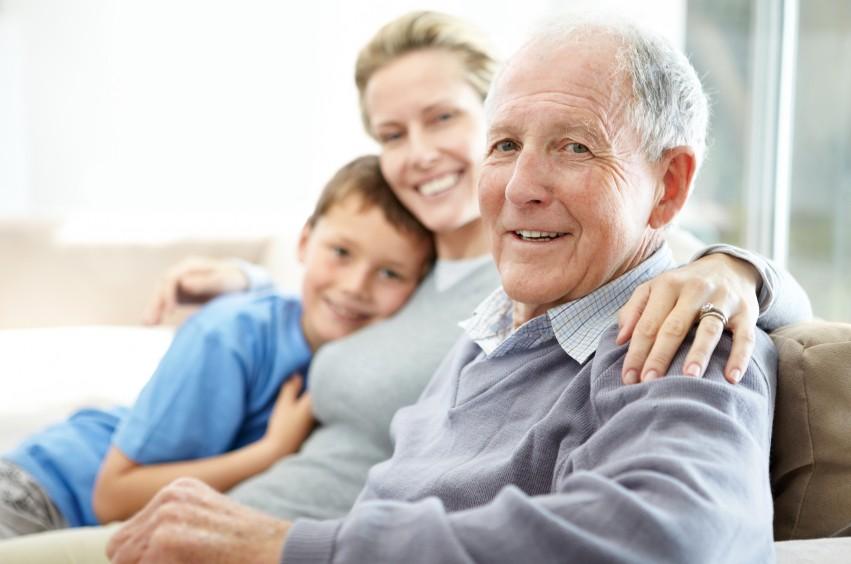 За больными людьми пожилого возраста