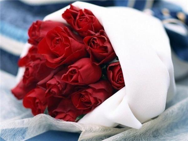 Зачем заказывать девушкам цветы