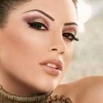 Как правильно подобрать макияж к наряду