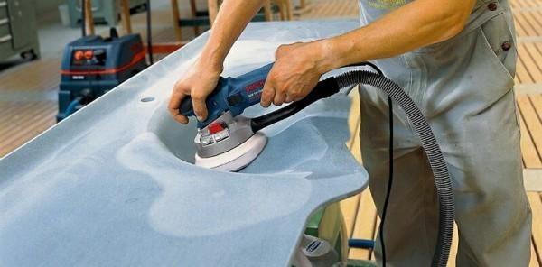 эксцентриковая шлифовальная машина в работе
