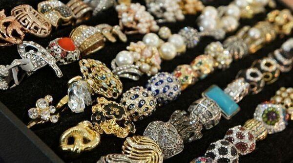 бижутерия с драгоценными камнями