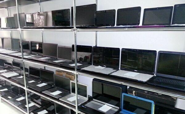 выбор ноутбука в магазине