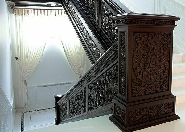 эксклюзивная лестница из массива дерева