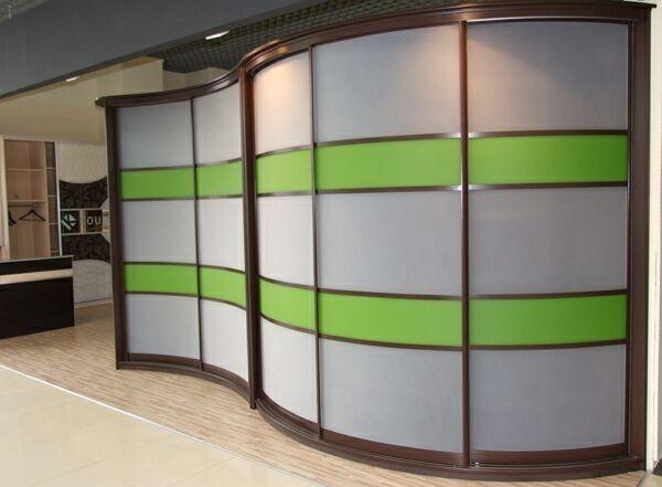 радиусный шкаф купе в офис