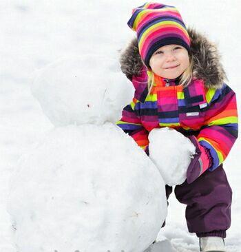 яркая детская зимняя шапка