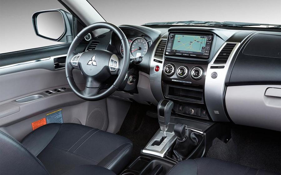 Интерьер Mitsubishi L200