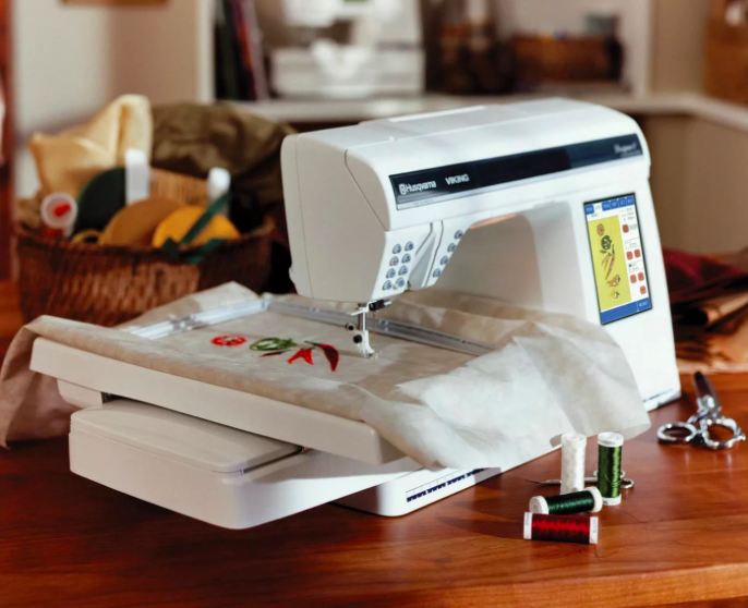 Швейная машинка и этикетки для одежды
