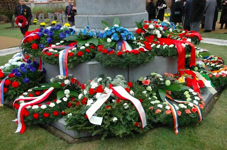 Венок на похороны мы приносим, как знак нашей памяти об усопшем