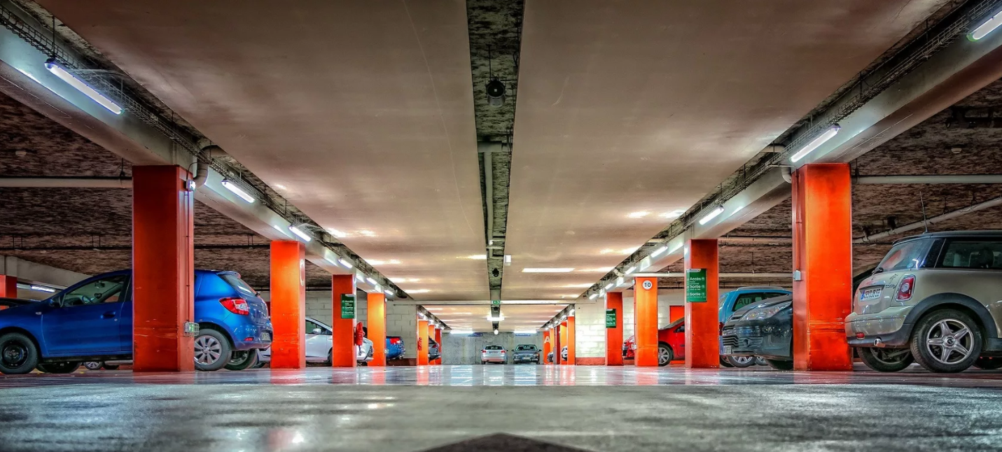 Какие скрытые опасности могут возникнуть при парковке в аэропорту