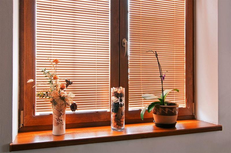 Оформление современных металлопластиковых окон: рулонные шторы и кассетные жалюзи