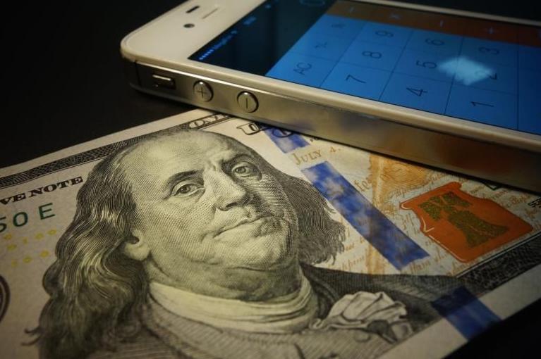 Когда лучше покупать доллар?