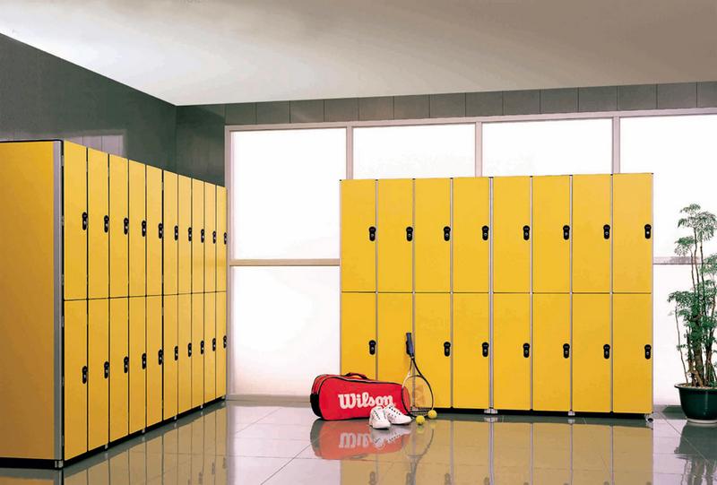 Как выбрать шкафчик для раздевалки и мебельный сейф?