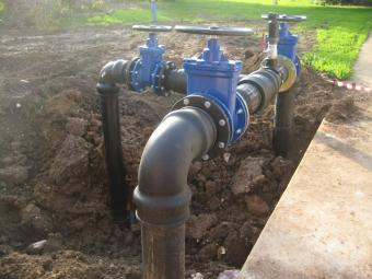 Промышленные трубопроводы: гибкость, устойчивость к химикатам и удобство монтажа