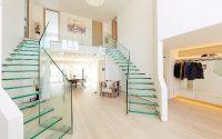 Стеклянные лестницы для коттеджа