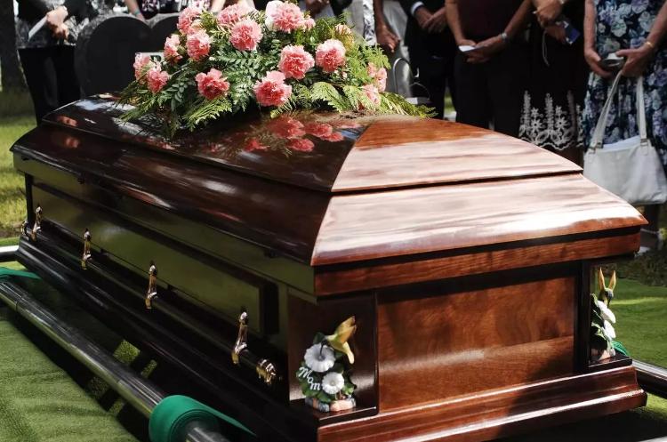 Пособие на погребение в столице — кому полагается и как его получить?