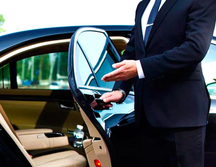 Прокат авто с профессиональным водителем — особенности и преимущества услуги