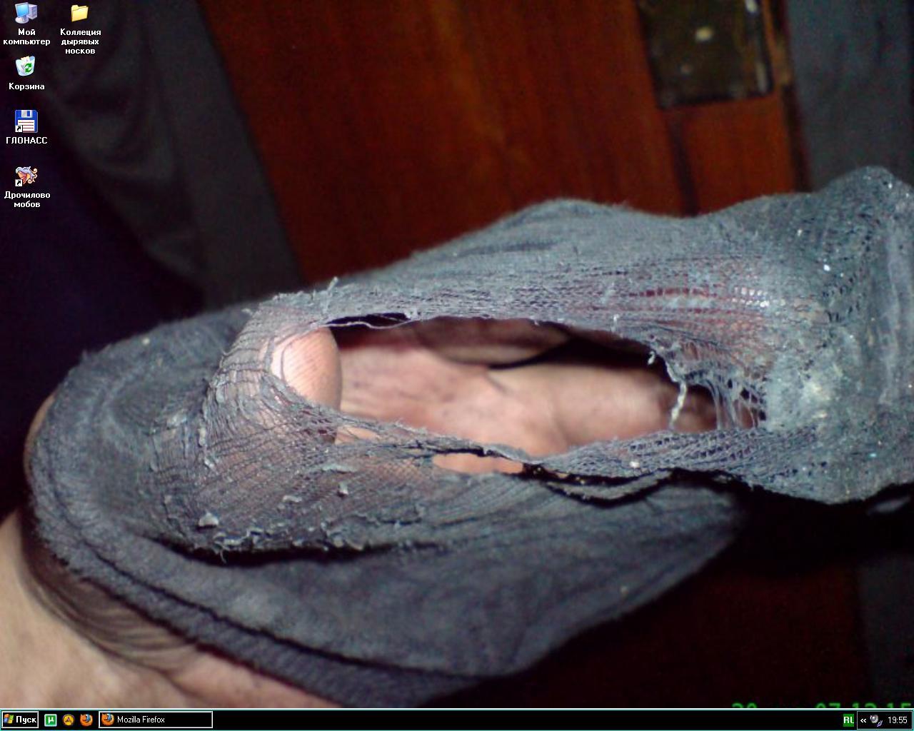фото раб нюхает и лижет обувь госпожи