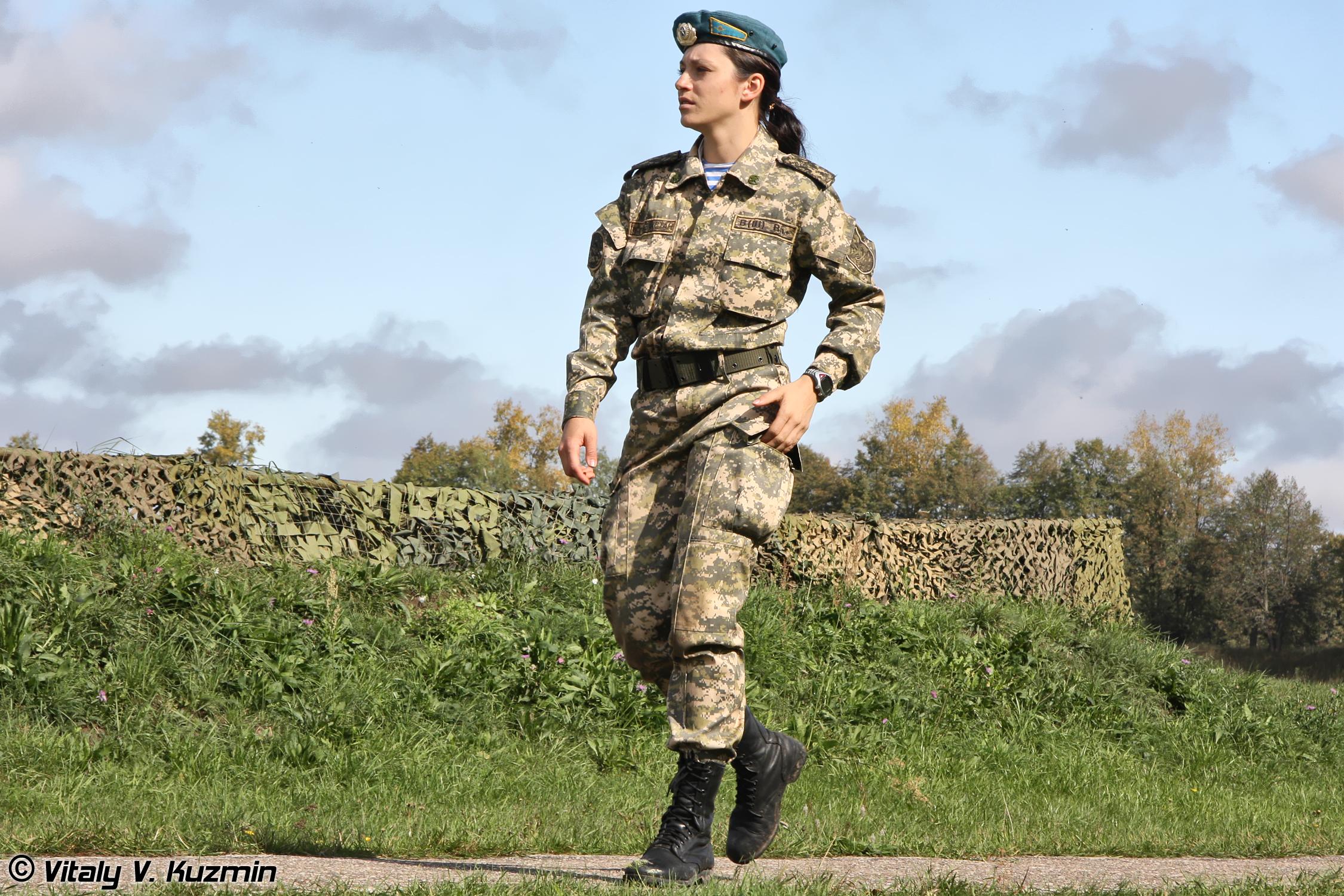 Связанные девушки в военной форме 22 фотография