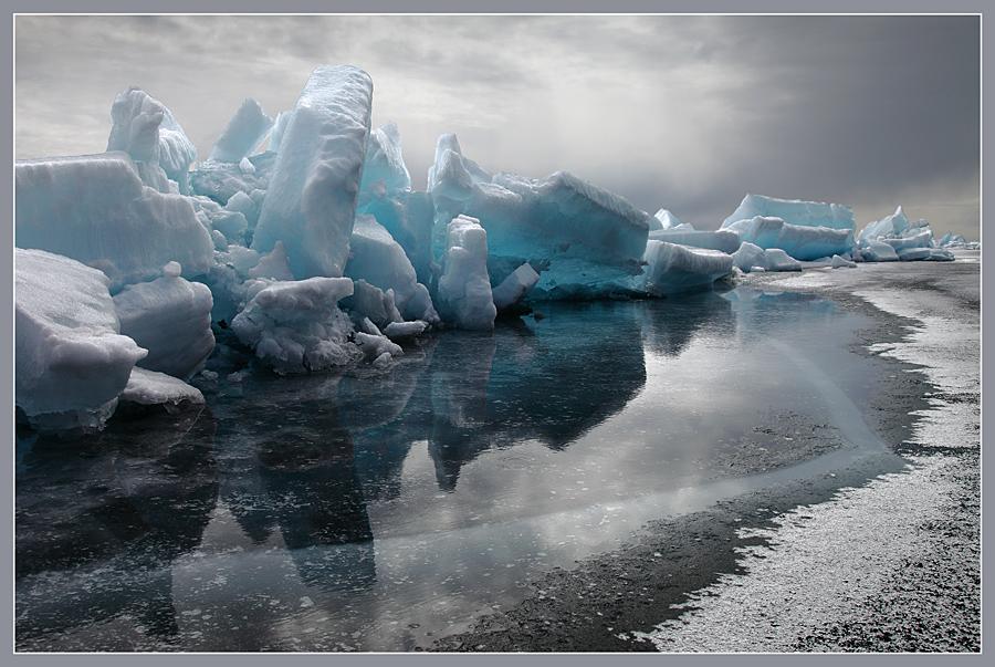http://hostingkartinok.com/uploads/images/2011/12/002b86a1ec288e31773c72f01c1258c9.jpeg