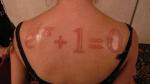 да щаз есть такое направление делать шрамами рисунки типа татуировок.  Видала такое у девы...